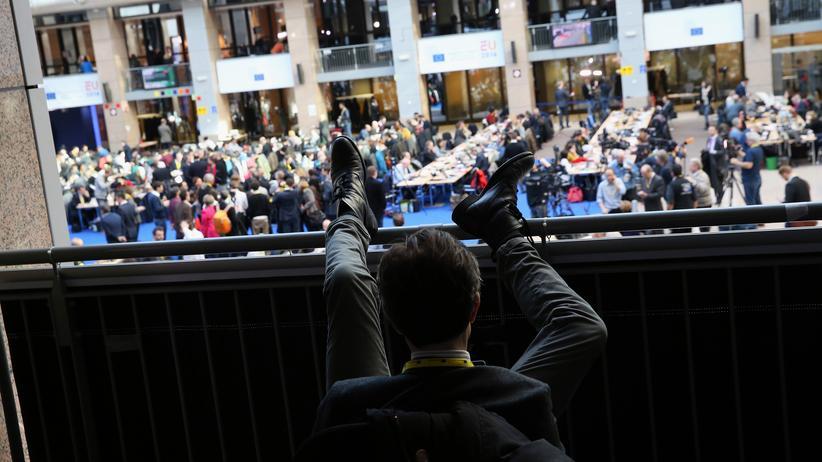 EU-Gipfel: Warten auf erste Ergebnisse: Journalisten auf dem EU-Gipfel in Brüssel