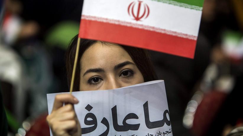 Parlamentswahl im Iran: Eine iranische Studentin auf einer Wahlveranstaltung des Reformlagers in Teheran