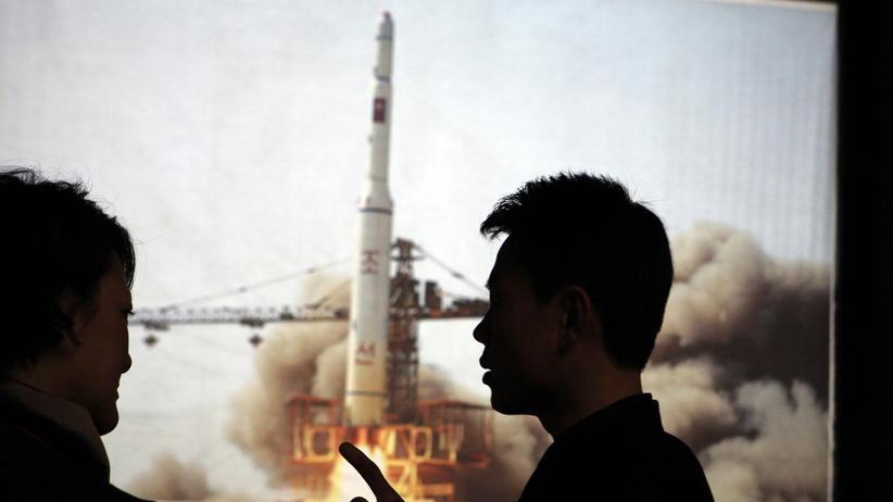 Fotos von einem früheren nordkoreanischen Raketentest in einem Museum in Pjöngjang