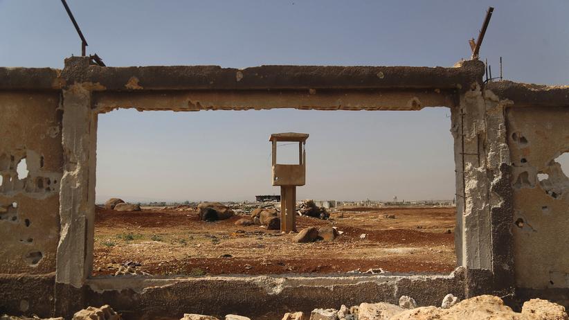 Syrien: Offenbar Ziel des türkischen Angriffs: Eine zerstörte Mauer des Luftwaffenstützpunktes Minnigh in der Region von Aleppo im Jahr 2014