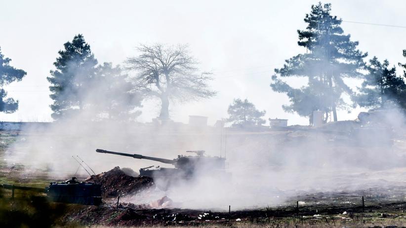 Syrien-Krieg: Die Türkei setzt ihre Angriffe auf Stellungen der kurdischen Milizen in Nordsyrien fort: Türkische Artillerie hat an der Grenze in der Region Kilis erneut das Feuer auf das Nachbarland eröffnet.