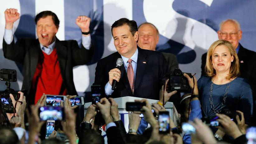 US-Vorwahlen: Ted Cruz schlägt Donald Trump in Iowa