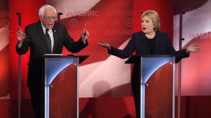 US-Wahl: Präsidentschaftsbewerber Bernie Sanders und Hillary Clinton bei der TV-Debatte der Demokraten im US-Staat New Hampshire