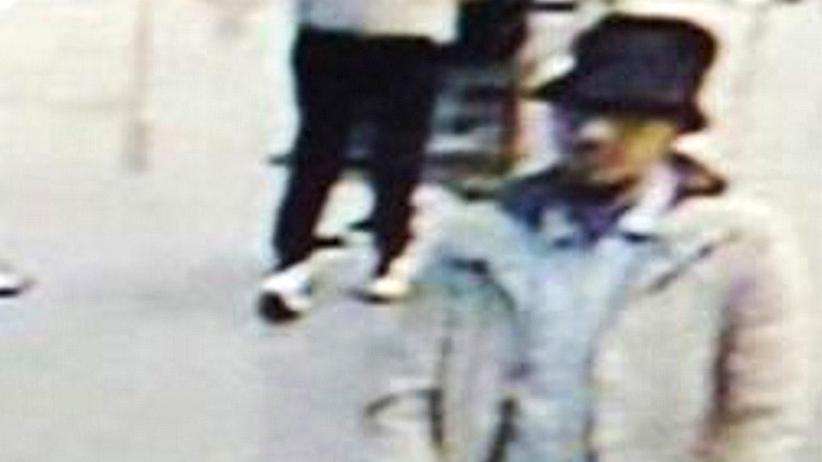 Terroranschläge in Belgien: Bild von einer Überwachungskamera, mit dem die belgische Polizei nach dem dritten Attentäter vom Flughafen fahndet.