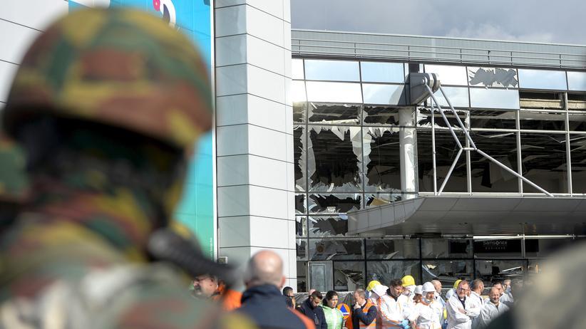 Brüssel: Die zerstörte Fensterfront des Flughafen Brüssel-Zaventem. Bei den Anschlägen in Brüssel wurden 31 Menschen getötet und 300 verletzt.