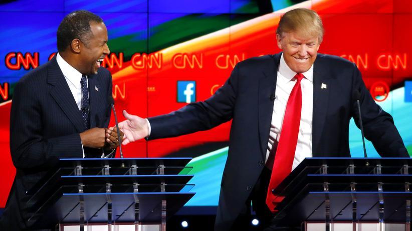 US-Wahlen: Der ehemalige Präsidentschaftsbewerber Ben Carson (links) bei einer TV-Debatte mit Donald Trump