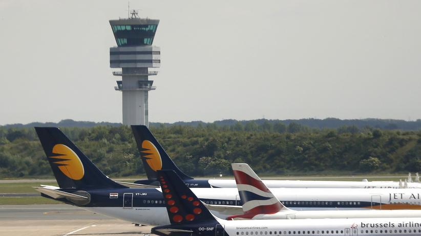 Belgien: Der Tower am Flughafen Zaventem in Brüssel