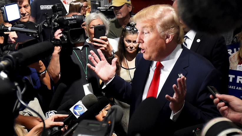 Medien: Der republikanische Präsidentschaftskandidat Donald Trump in Nashville, wie oft umringt von Reportern und Kameraleuten