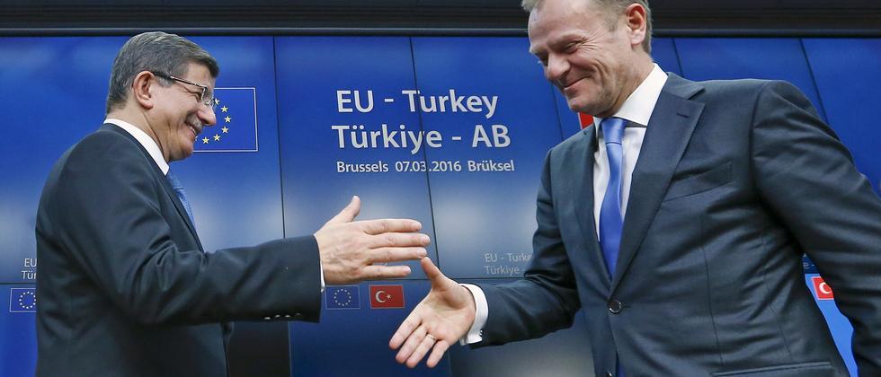 Der türkische Premierminister Ahmet Davutoğlu (links) und EU-Ratspräsident Donald Tusk nach dem Ende des EU-Türkei-Gipfels