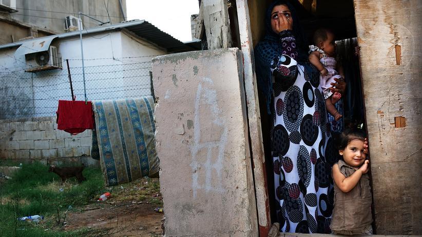 Eine syrische Familie in ihrer Unterkunft in Beirut