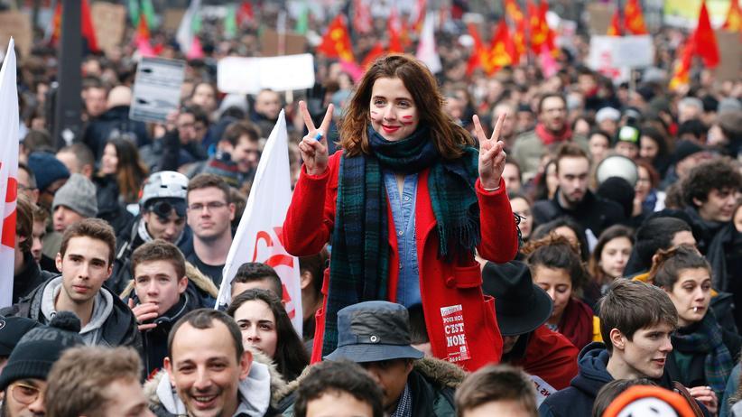 Proteste in Frankreich: Landesweit gingen Hunderttausende in Frankreich gegen die geplante Arbeitsmarktreform auf die Straße, wie hier in Paris.