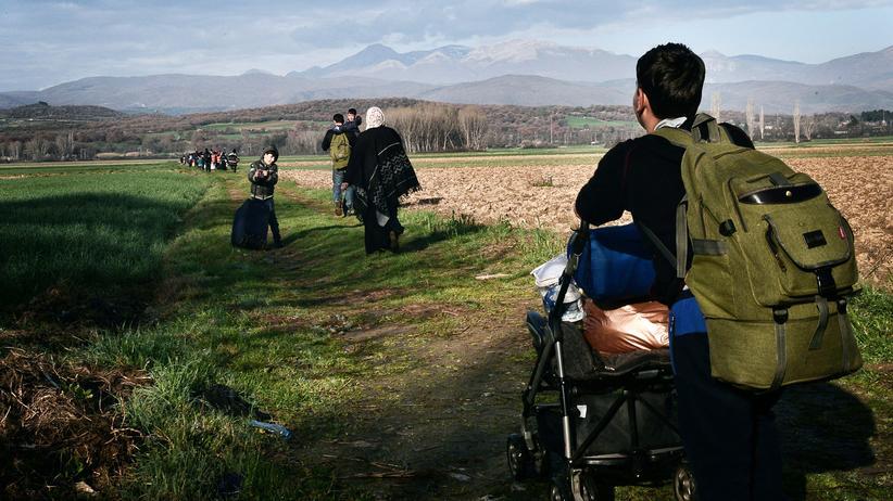 Flüchtlinge: Flüchtlinge auf dem Weg nach Idomeni an der griechisch-mazedonischen Grenze.