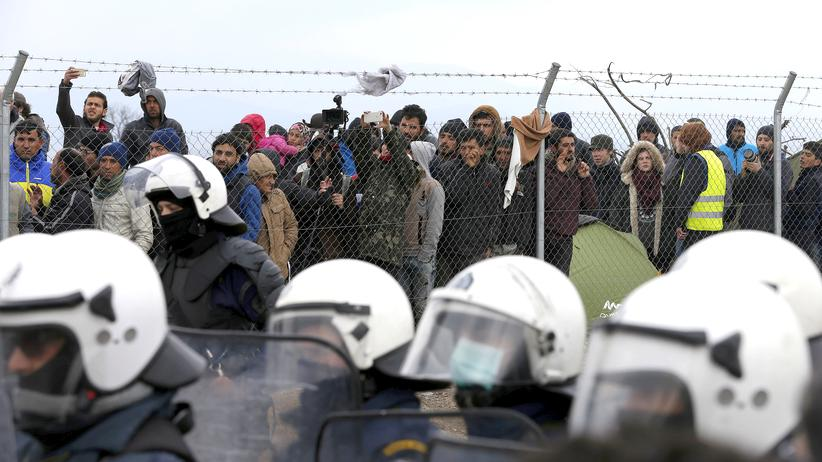 Flüchtlinge am Grenzzaun in Idomeni