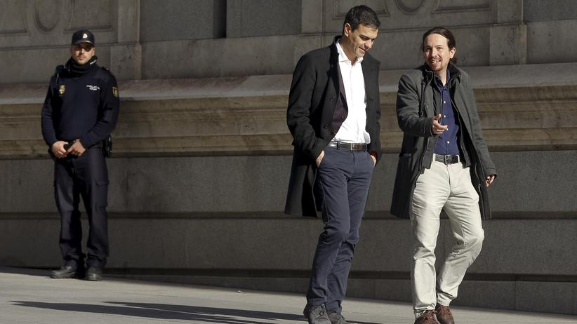 Sozialisten-Chef Pedro Sánchez und Podemos-Chef Pablo Iglesias auf dem Weg zum Parlament