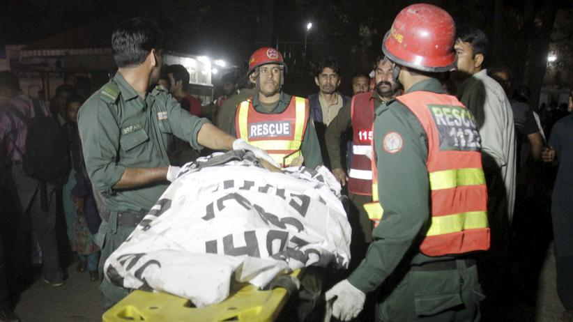 Pakistan: Rettungskräfte kümmern sich um die Opfer des Anschlags in Lahore.