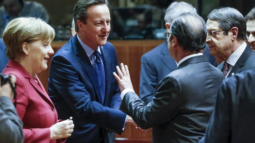 Flüchtlingsgipfel: Bundeskanzlerin Angela Merkel (CDU), der britische Premier David Cameron und Frankreichs Präsident François Hollande beim EU-Gipfel in Brüssel