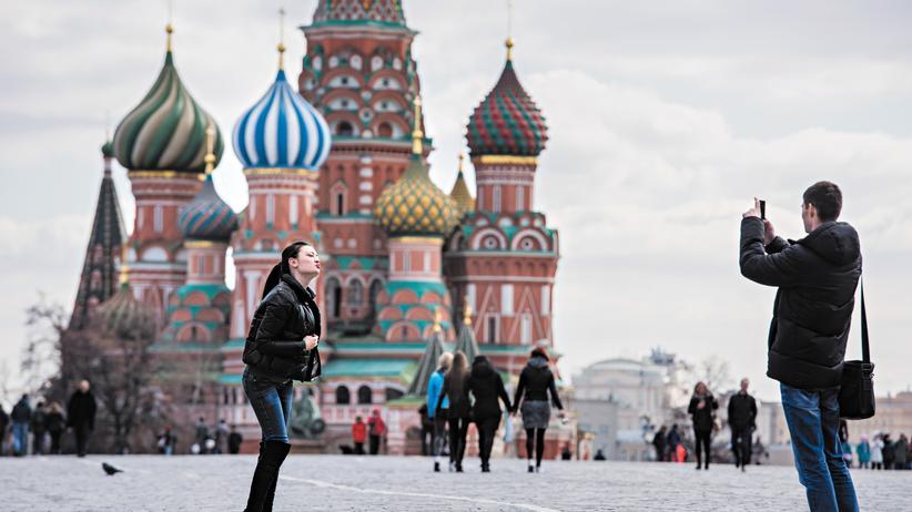 Moskau: Blick vom Roten Platz auf die Basilius-Kathedrale in Moskau