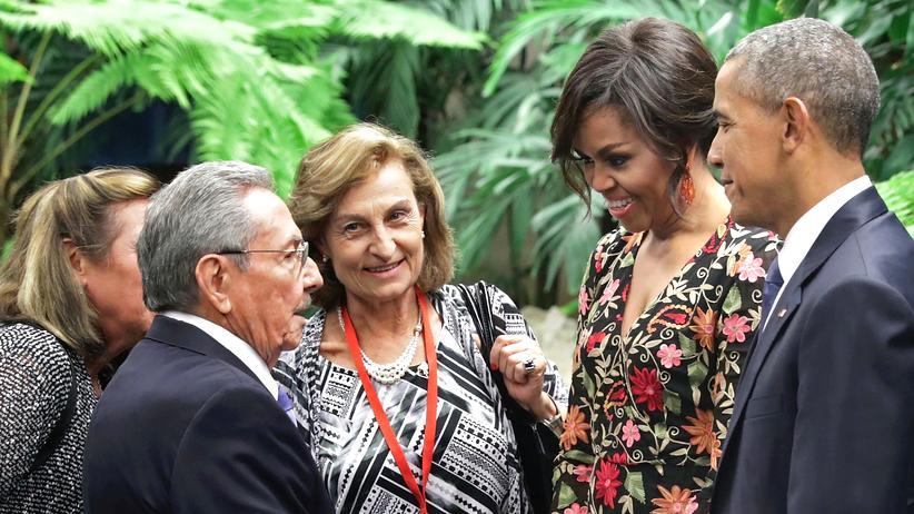 Lateinamerika: Kubas Präsident Raul Castro mit Barack und Michelle Obama in Havanna