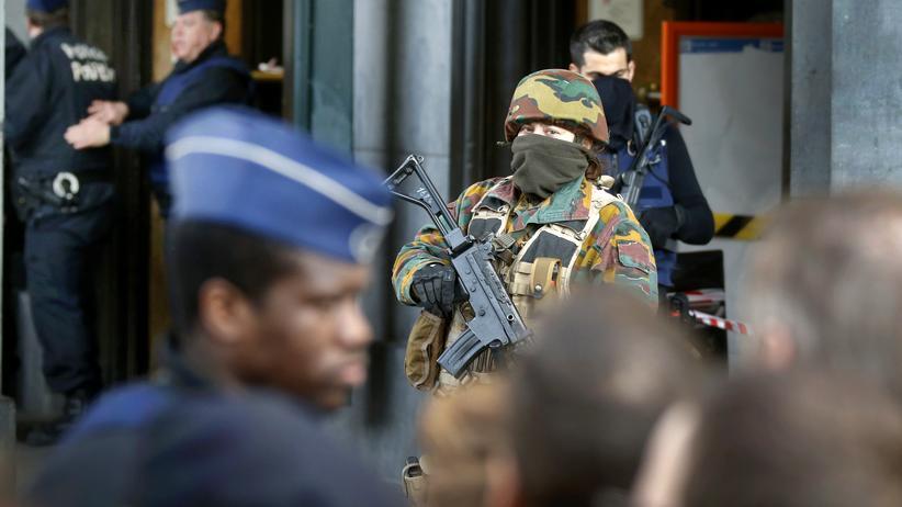 Brüssel: Polizisten und Soldaten am Hauptbahnhof Brüssel