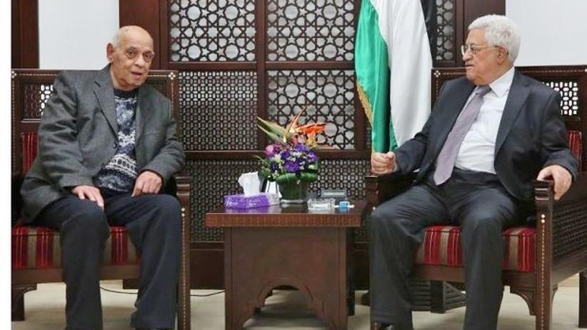 Nahostkonflikt: Der Schriftsteller Sami Michael und Palästinenserpräsident Mahmud Abbas beim Gespräch in Ramallah