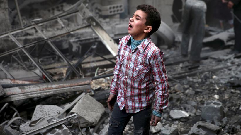 Syrien: Ein syrischer Junge nach einem Luftangriff auf seine Heimatstadt Douma