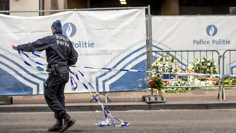 Brüssel: Ein belgischer Polizist vor der Metrostation Maelbeek, in der einer der Anschläge in Brüssel stattfand.