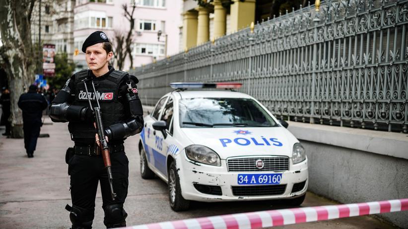 Türkei: Ein türkischer Polizist vor dem deutschen Konsulat in Istanbul