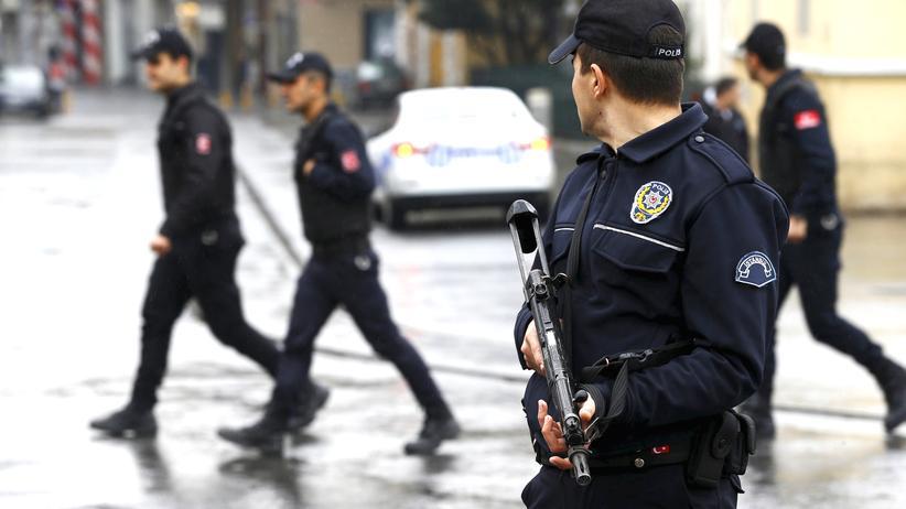 Türkische Sicherheitskräfte nach dem Selbstmordattentat in Istanbul am 19. März