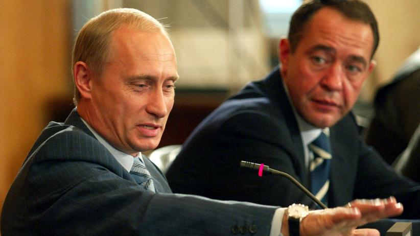 Michail Lessin: Der russische Präsident Wladimir Putin und der damalige Informationsminister Michail Lessin auf einem Archivbild von 2002