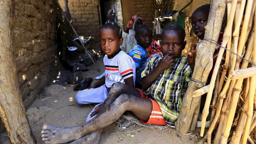 UN spricht von über 100.000 Vertriebenen in Darfur.