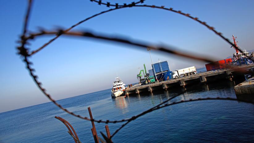 EU-Türkei-Abkommen: Griechenland hat die Abschiebungen in die Türkei für die kommenden zwei Wochen größtenteils ausgesetzt.