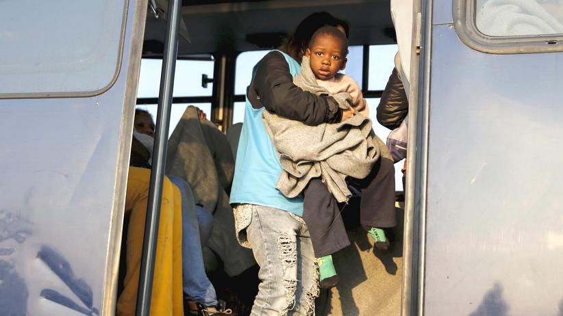 fluechtlinge-lesbos-freiwillige-helfer-unhcr