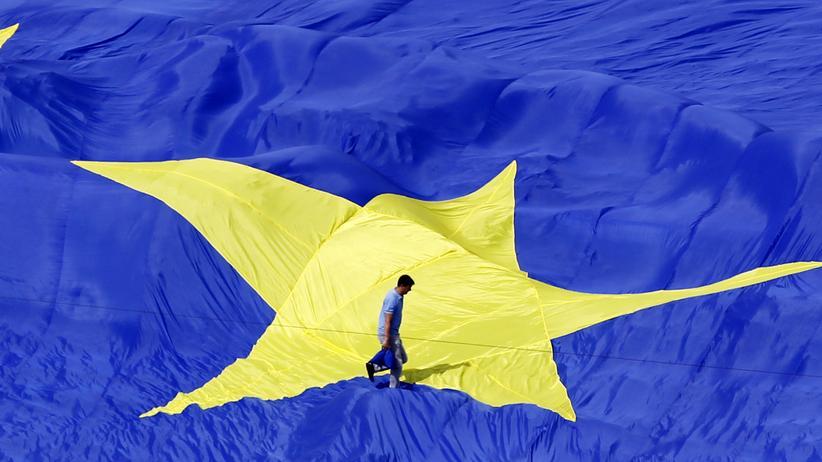 Emmanuel Macron: Eine große EU-Flagge vor dem rumänischen Parlament (Archivbild)