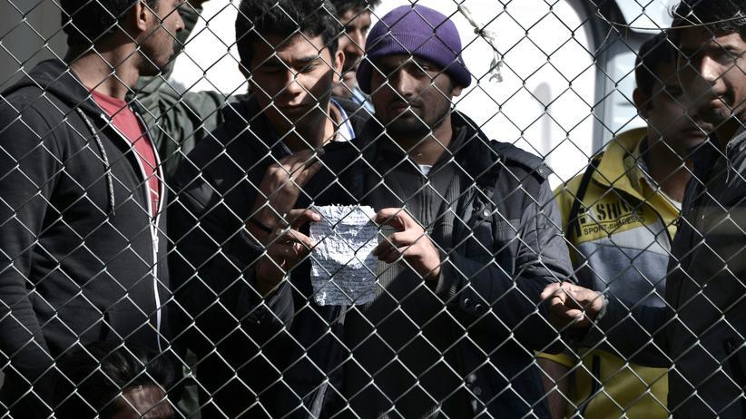 Flüchtlingslager Moria: Flüchtlinge aus Afghanistan und Pakistan protestieren im Camp Moria auf Lesbos.