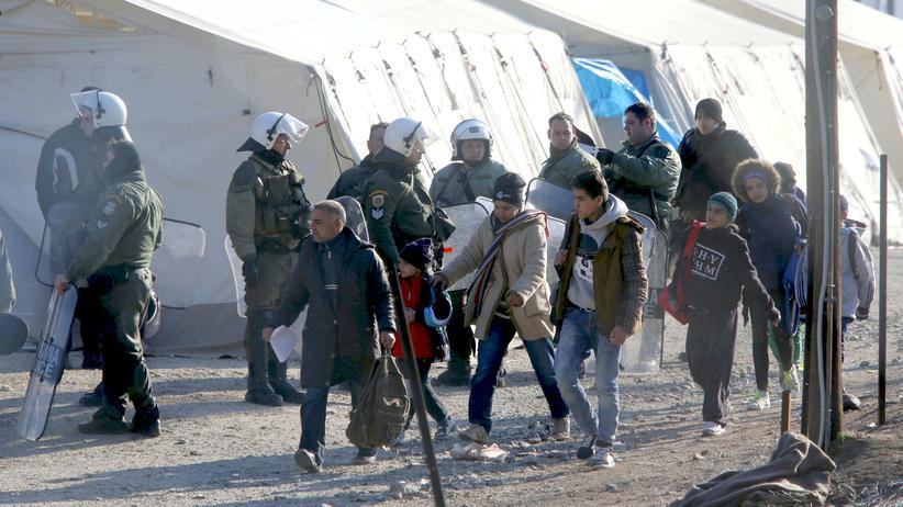 Idomeni Flüchtlinge Camp Polizei