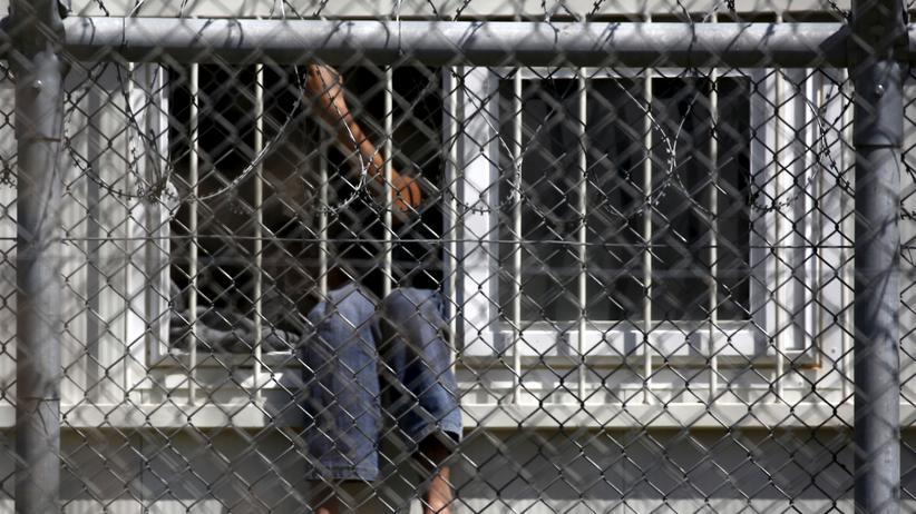 Lesbos: Hinter den Zäunen