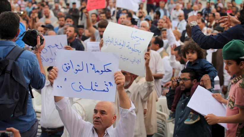 Libyen: Unterstützer der Einheitsregierung demonstrierten vor wenigen Tagen in Tripolis gegen die islamistische Schattenregierung.