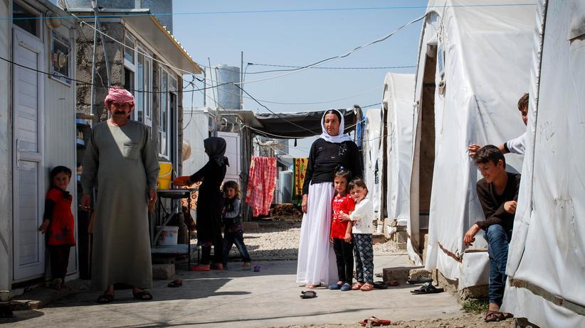 Nordirak: Eine vor dem IS geflohene jesidische Familie aus dem Sindschar-Gebirge im Camp Essian in Baadre