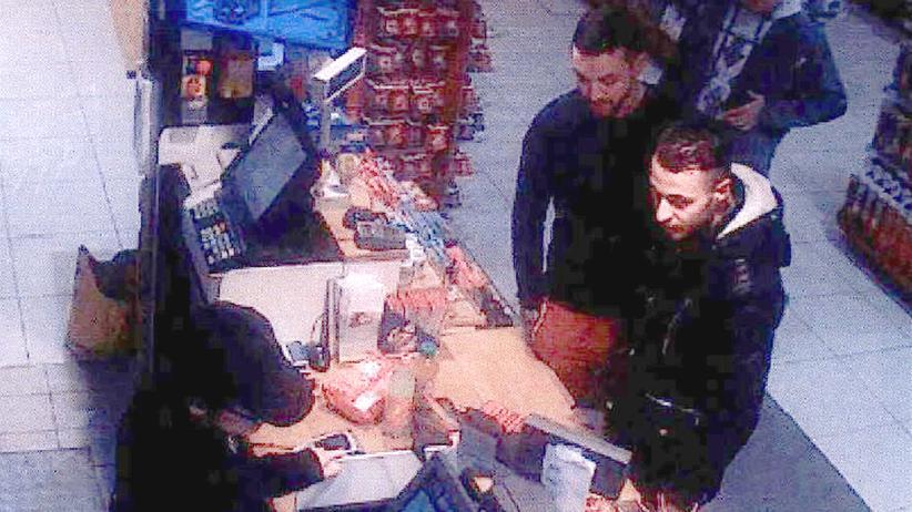 Terrorismus: Zwei Tage vor den Paris-Anschlägen wurden Mohamed Abrini und Salah Abdeslam von einer Überwachungskamera aufgenommen.