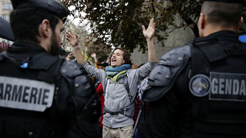Frankreich: Ein Demonstrant bei den Nuit-Debout-Protesten