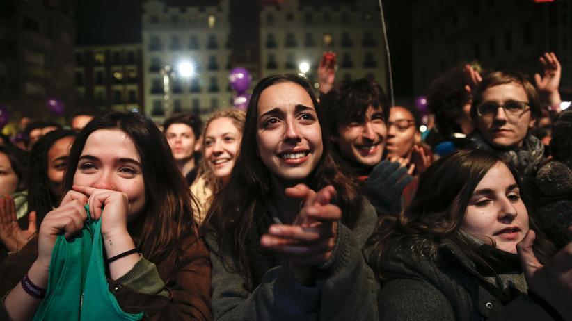 Anhänger der Linkspartei Podemos am Wahlabend im Dezember 2015
