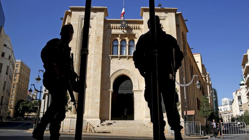 Beirut: Libanesische Soldaten vor dem Parlamentsgebäude in Beirut