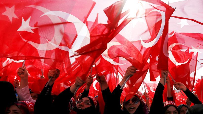 Türkei: Erdoğan-Anhängerinnen während einer AKP-Kundgebung in Istanbul