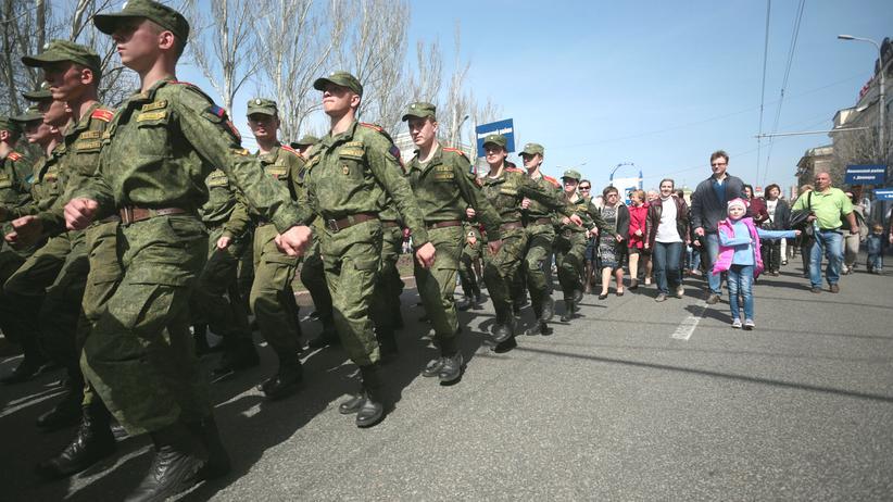 """Ukraine-Konflikt: Zehntausende feierten den zweiten Jahrestag der """"Volksrepublik Donezk"""" am 9. April 2016."""