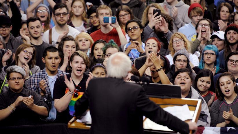US-Wahl: Anhänger des Clinton-Herausforderers Bernie Sanders während einer seiner Wahlveranstaltungen in Wisconsin
