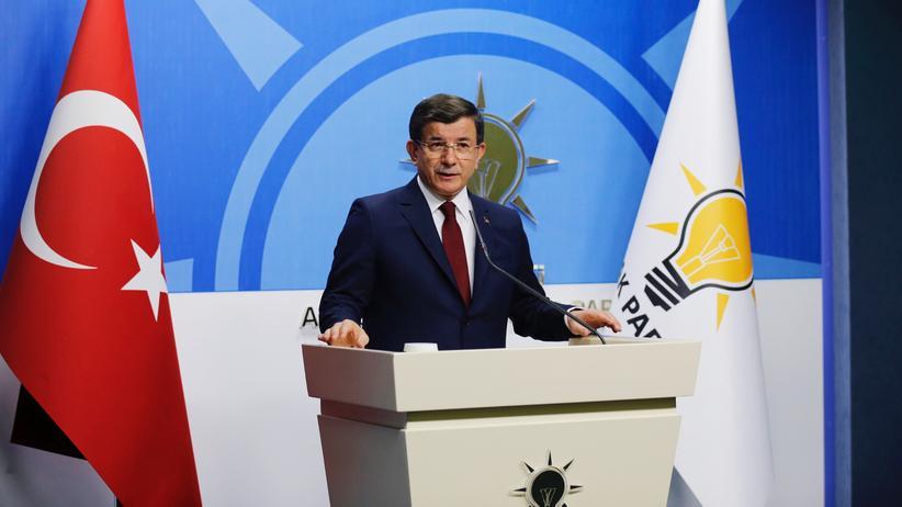 Türkei: Der türkische Premier Davutoğlu bei der Ankündigung seines Rücktritts