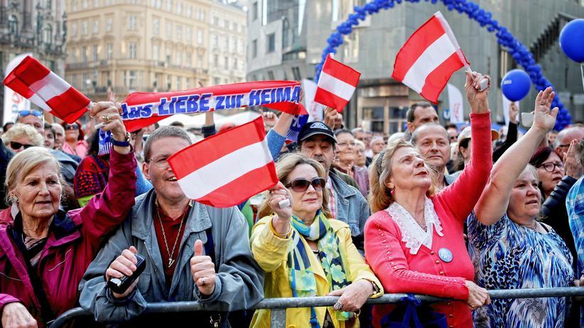 Demokratie: Anhänger der FPÖ bei einer Wahlkampfveranstaltung in Wien am 22. April