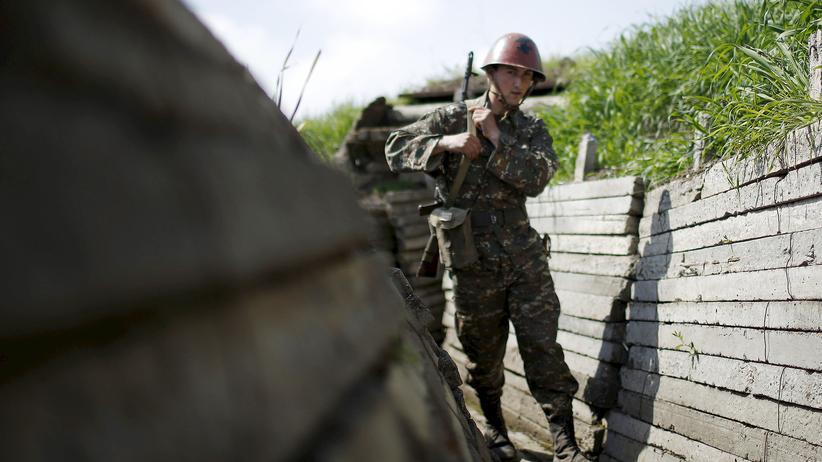 Berg-Karabach: Armenien und Aserbaidschan versprechen Friedensgespräche