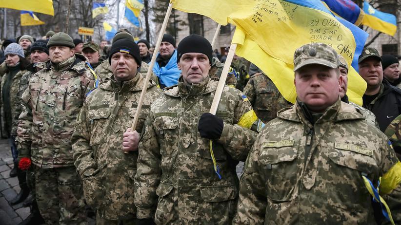 Ukraine: Mitglieder eines ukrainischen Freiwilligenkorps beim Jahrestag der Maidan-Proteste im Februar 2016
