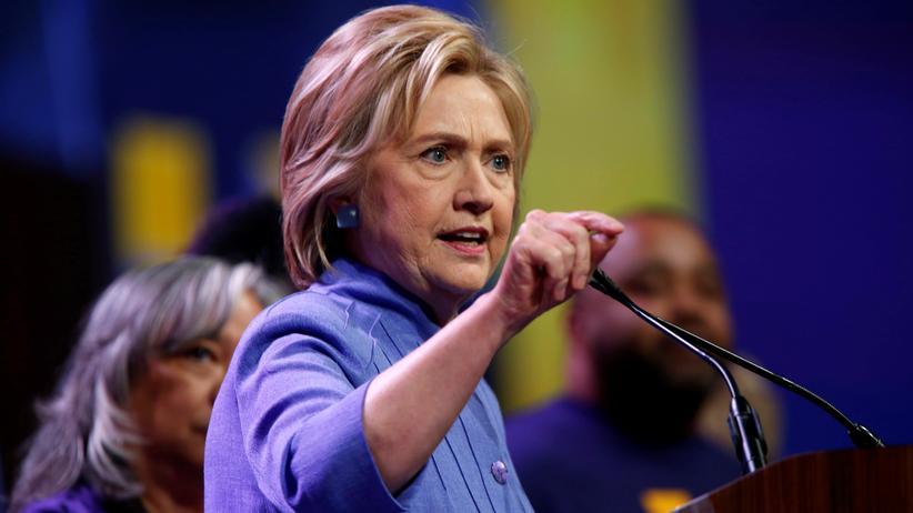 US-Wahlkampf: Hillary Clinton, Bewerberin um die demokratische Präsidentschaftskandidatur, spricht vor Mitgliedern der Dienstleistungsgewerkschaft SEIU.